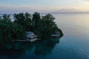 Oravae Cottage Backdrop, Solomon Islands